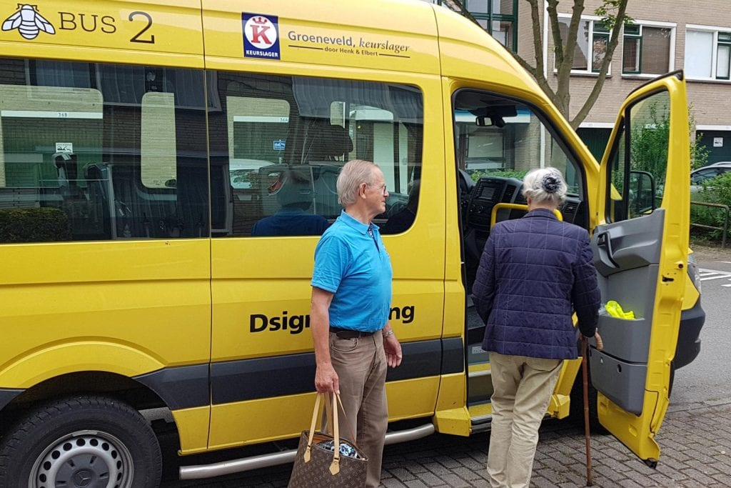 bij-Bus vervoert ouderen